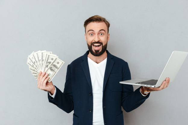 A man who is making cash online