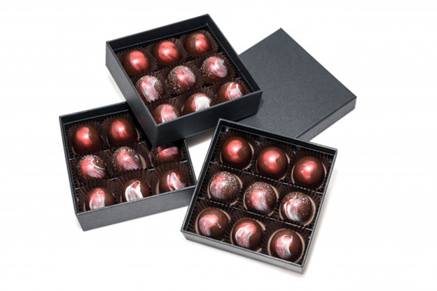 Chocolates in black boxes for good packaging