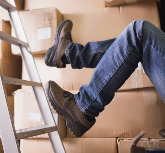 A-warehouse-worker-falls-in-the-middle-of-disorganized-boxes-1