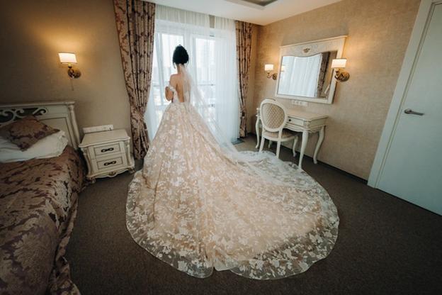 packing a wedding dress
