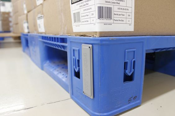 active RFID tag placed on a pallet
