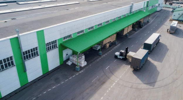 Shipping-trucks-outside-warehouse
