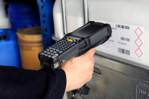 worker-scan-barcode-on-box